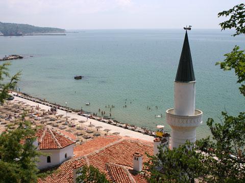 balchik-palace-overlooking-beach-480x360