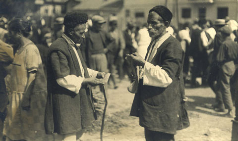 locals-at-the-market-in-sofia-1929