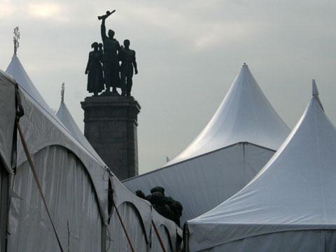 koledaria-tents-w-monument-480x360