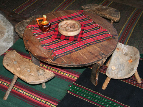 baba-iliitsa-house-museum-table