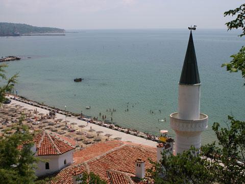 balchik-overlooking-beach