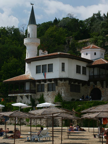 balchik-palace-from-beach