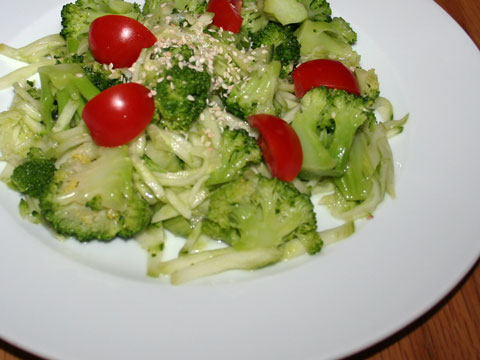 cabra-broccoli-salad