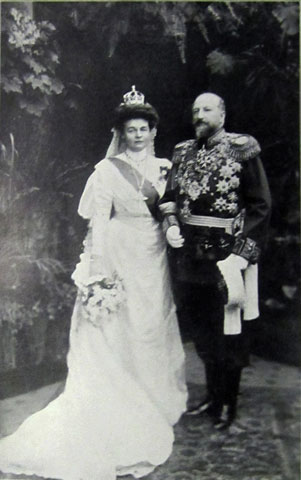 czar-and-czaritsa-on-their-wedding-day