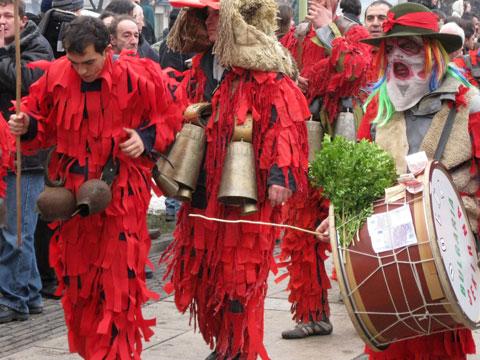 lik-procession-06-480x360