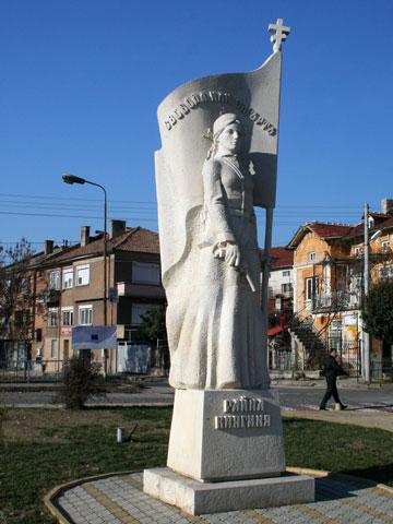 panagyurishte-rayna-knyaginya-statue