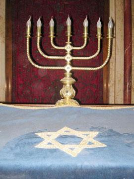 synagogue-candelabra-360x270.jpg