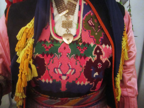 traditional-dress-detail-02